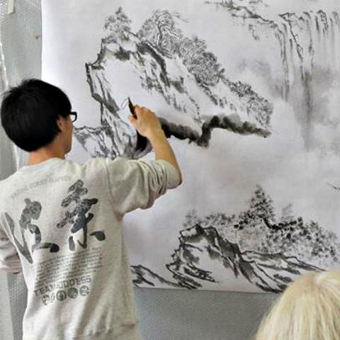 Wei Lun Ha Performance painting 800x800